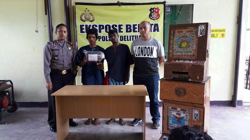 Kedua tersangka bandar narkoba diapit Kapolsek Delitua dan Kanit Reskrim