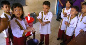 Murid SD di Kabupaten Batubara mendapatkan pelatihan mengenai Pola Hidup Sehat. (tobasatu.com/T Bobby Lesmana)
