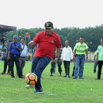 Asisten I Pembangunan Pemkab Asahan Taufik ZA ketika menendang bola kearah gawang, dalam acara pembukaan LSPI 2017 U-14 dan U-16, di Stadion Mutiara Kisaran, Kabupaten Asahan
