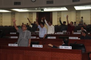 Karena rapat berlangsung alot, akhirnya disepakati untuk mengambil keputusan dengan jalan voting. (tobasatu.com)