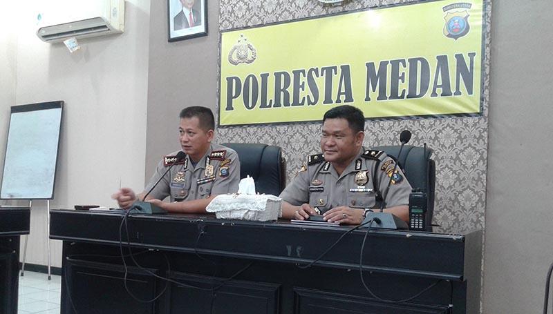 Kapolresta Medan Kombes Pol Mardiaz dan Kabag Ops Kompol Hermawansyah saat memberi keterangan angka kejahatan menurun di kota medan