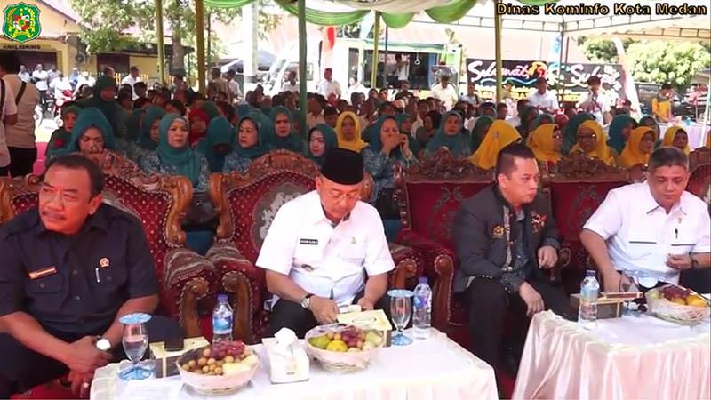 Walikota Buka Pasar Murah Pemko Medan di Lapangan Pertiwi Kec. Medan Barat