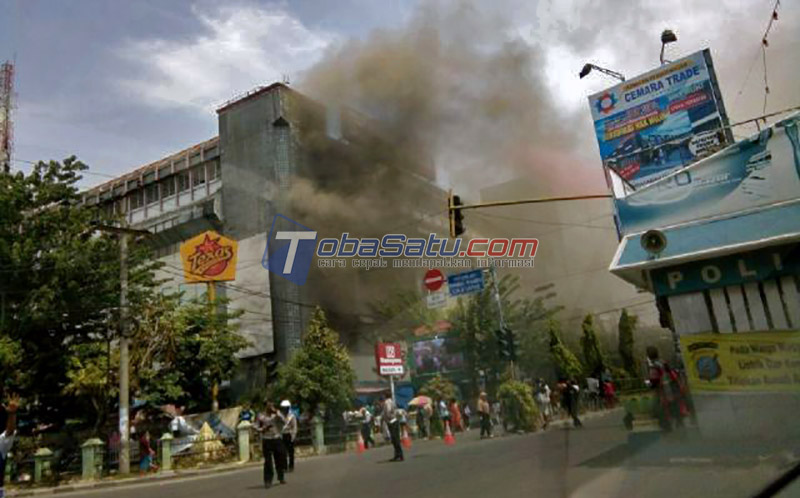 Gedung Ramayana Aksara Medan Terbakar Dilalap Sijago Merah