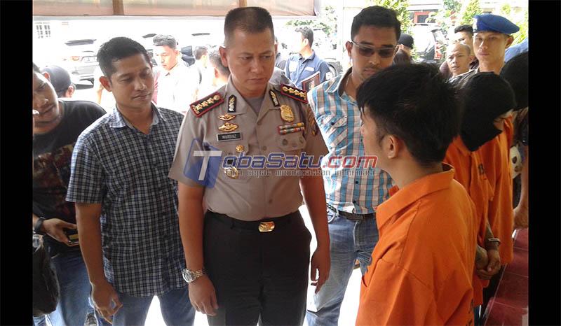 Kapolresta Medan, Kombes Pol Mardiaz Kusin Dwihananto saat meminta keterangan pelaku Pembunuhan Bayi Berusia 6 Hari