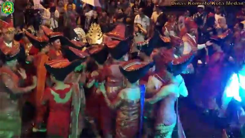 Pesta Hiburan Rakyat Etnis Karo di Jalan Balai Kota Medan Barat